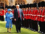 特朗普抵达白金汉宫 英女王举行欢迎仪式鸣41响礼炮
