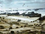 九旬老兵重返诺曼底跳伞 纪念诺曼底登陆75周年